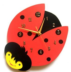 Obrázok Detské drevené hodiny Beruška - Červená